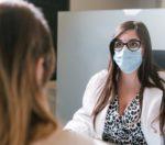 medico paziente mascherina